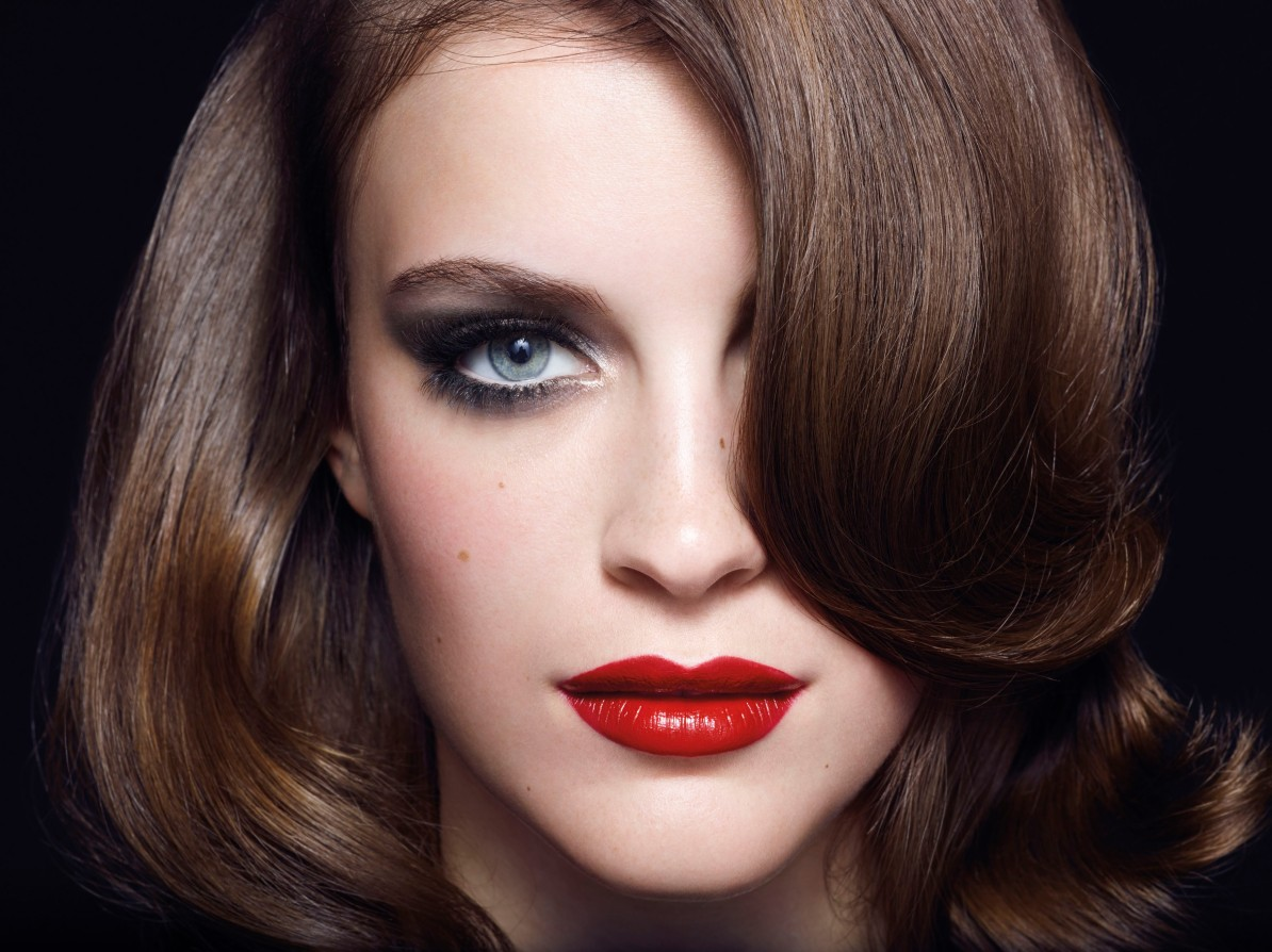 Thanks to La Roche Posay: Smokey Eyes, not red ones...